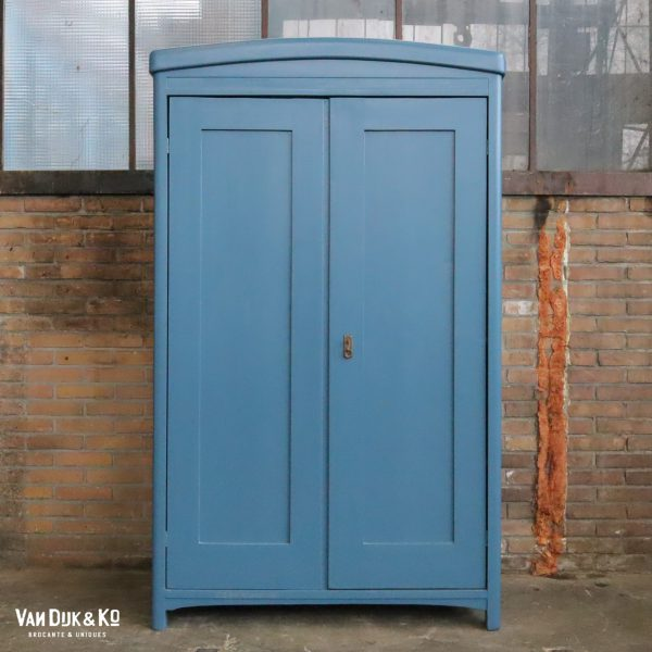 Blauwe linnenkast