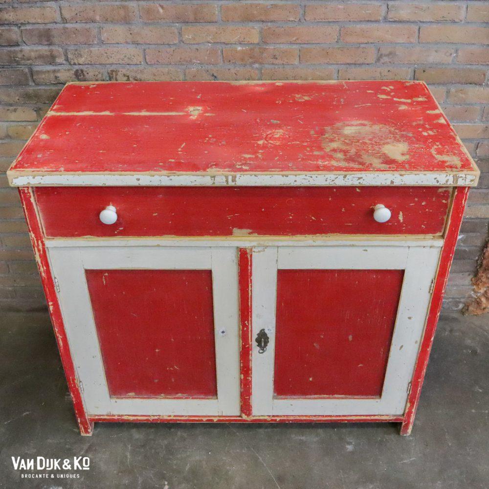 Rood-witte open buffetkast