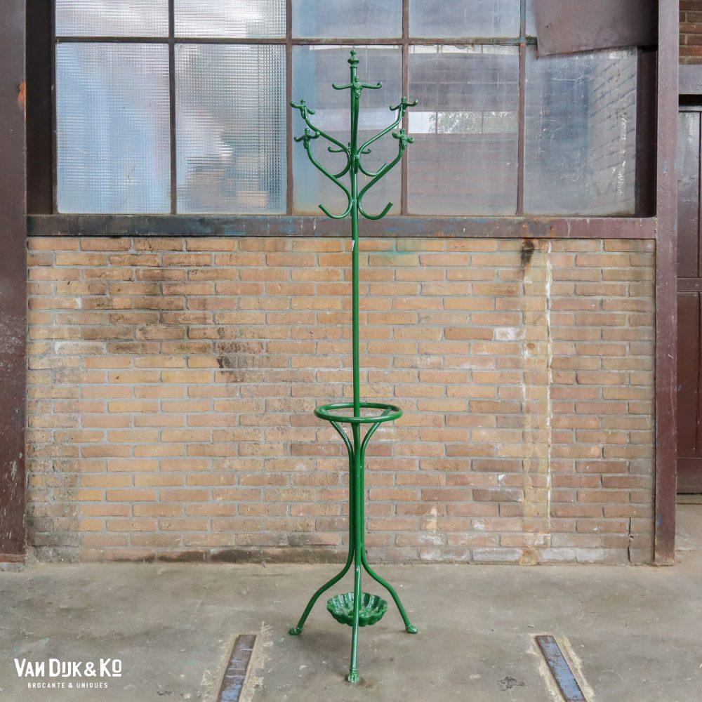 Groene metalen kapstokken