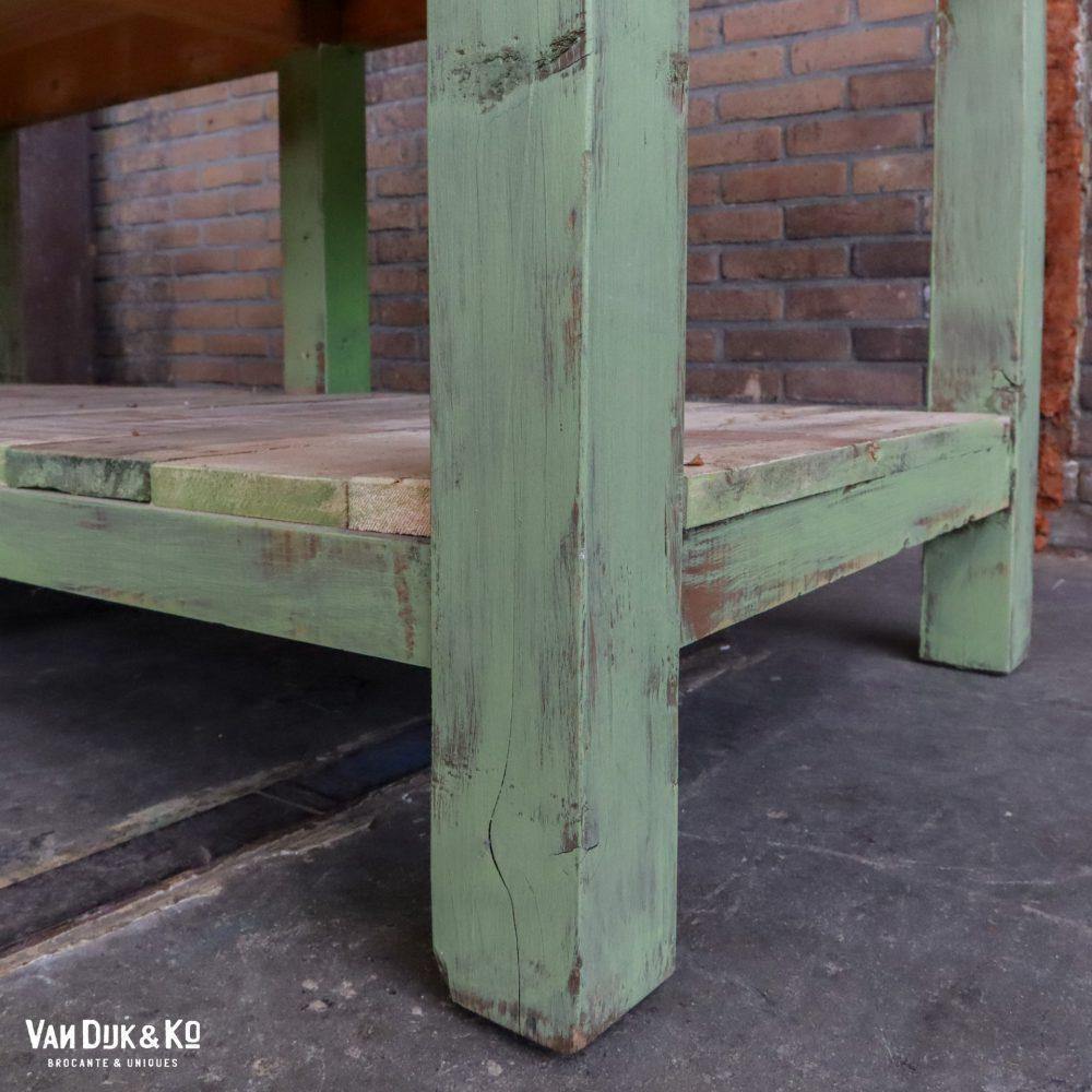 Groene houten werktafel