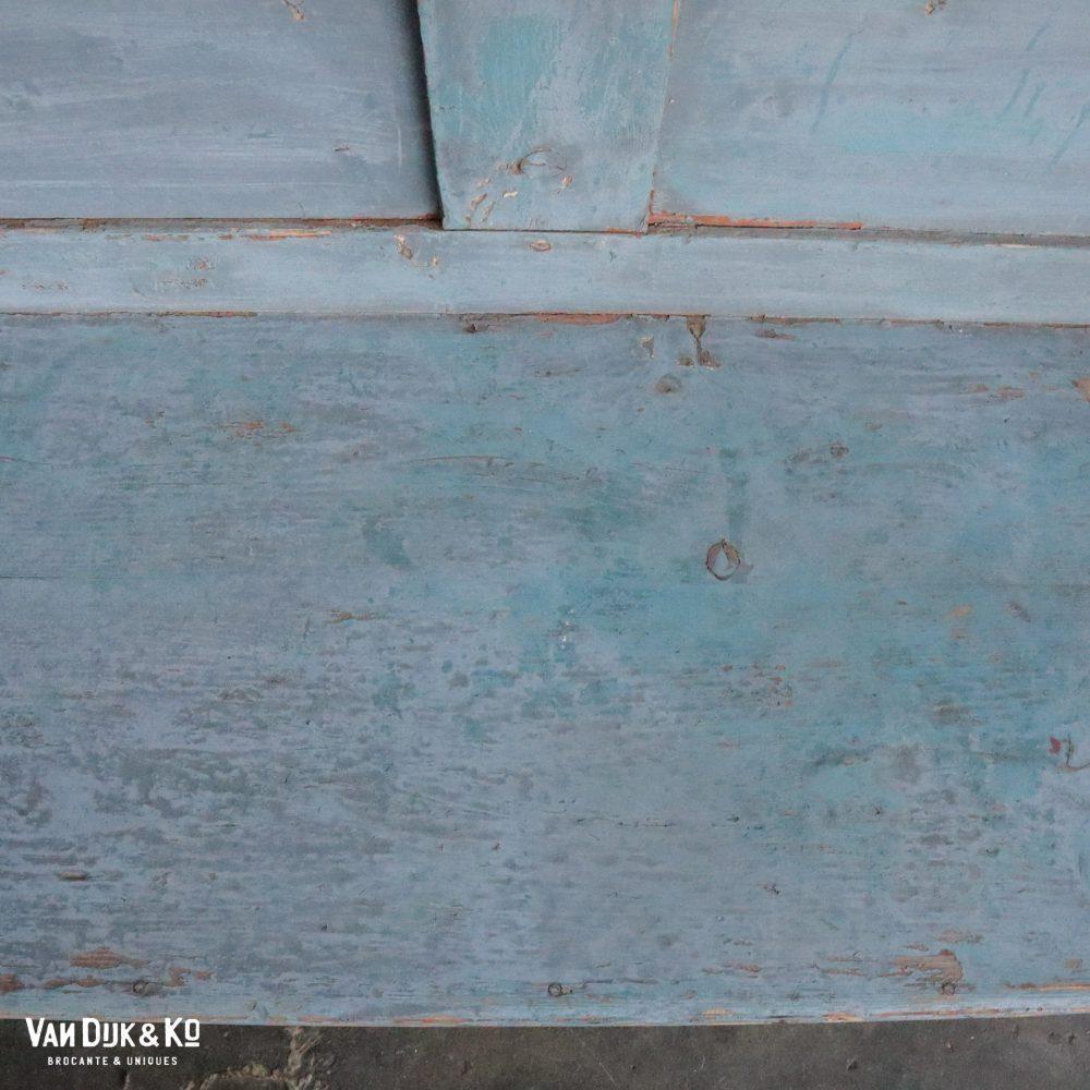 Grijze houten bank