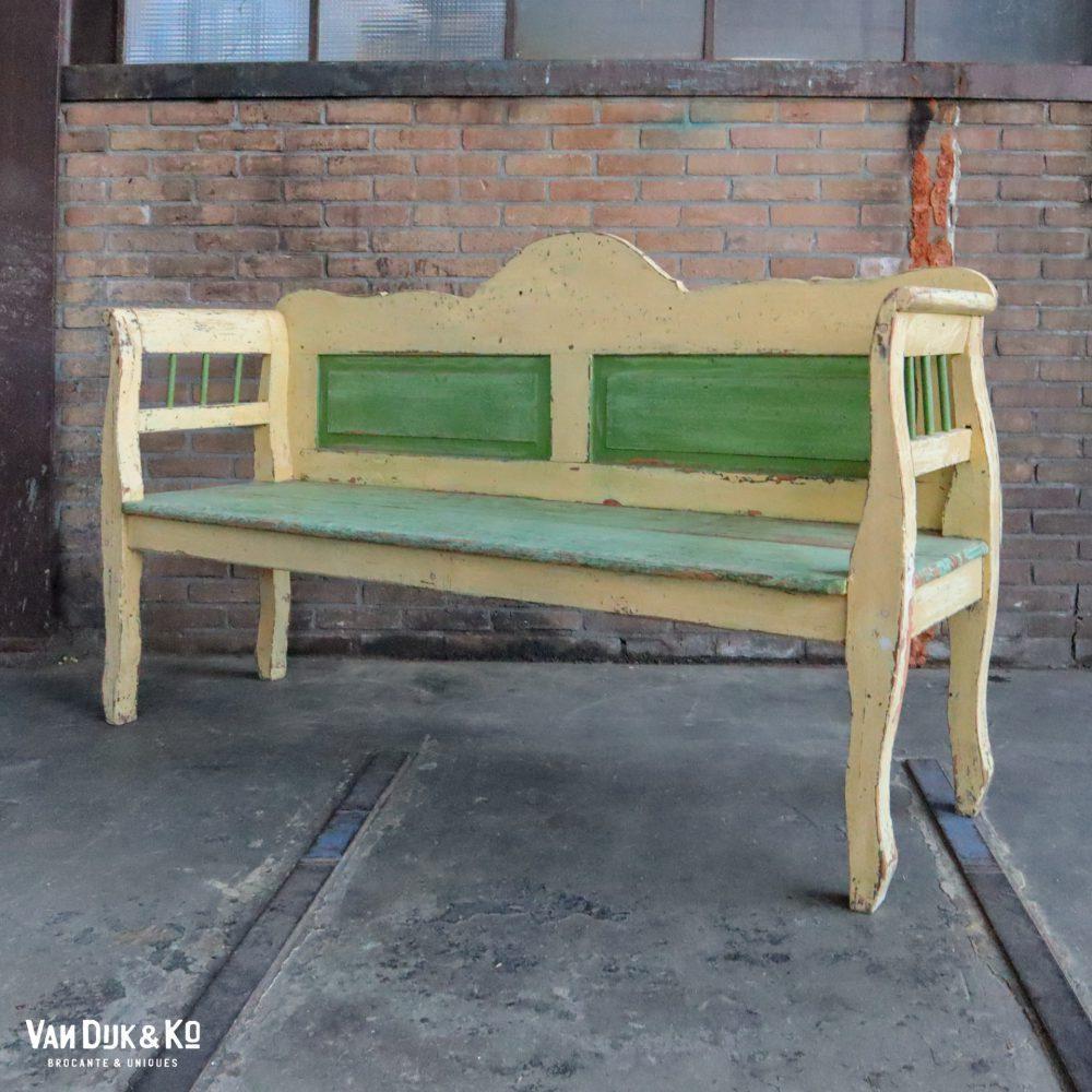 Groen-gele houten bank