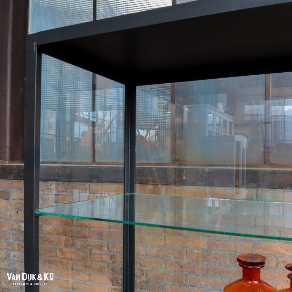 Industriële metalen vitrinekast