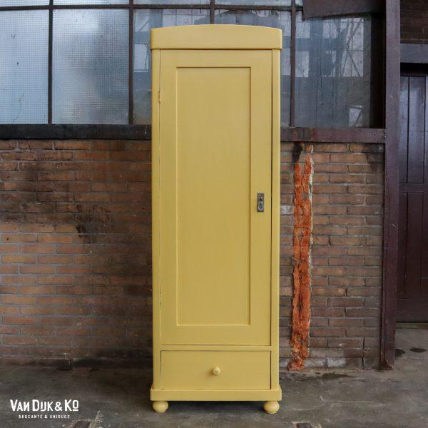 Gele eendeurs linnenkast