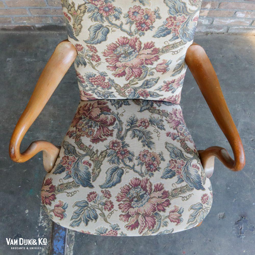 Vintage fauteuil met bloemen