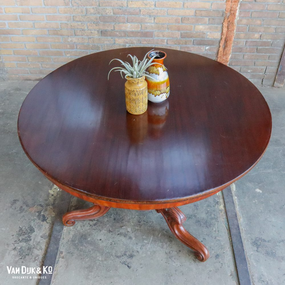 Antieke ronde tafel