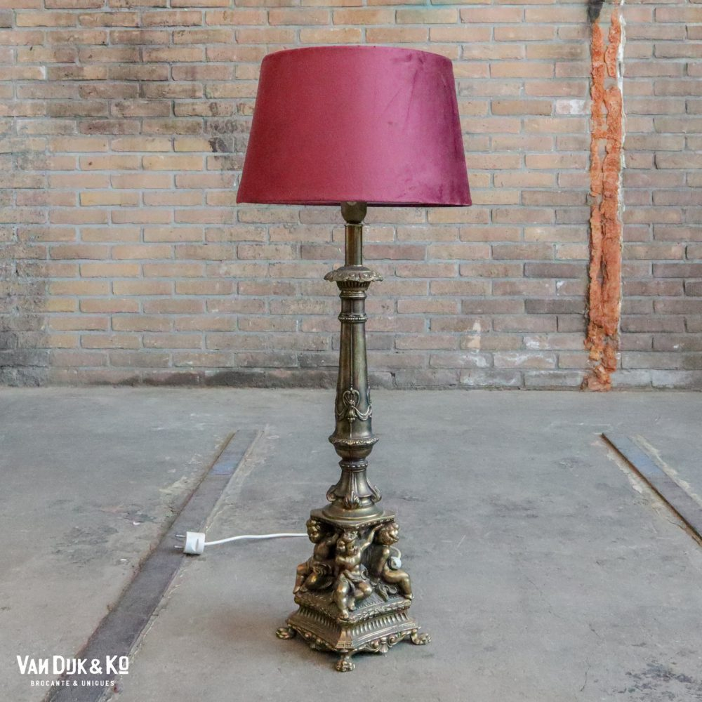 Antiek lampje met kap