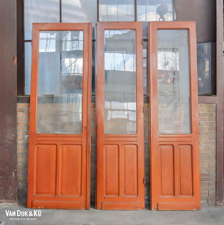 antieke deuren met geëtst glas