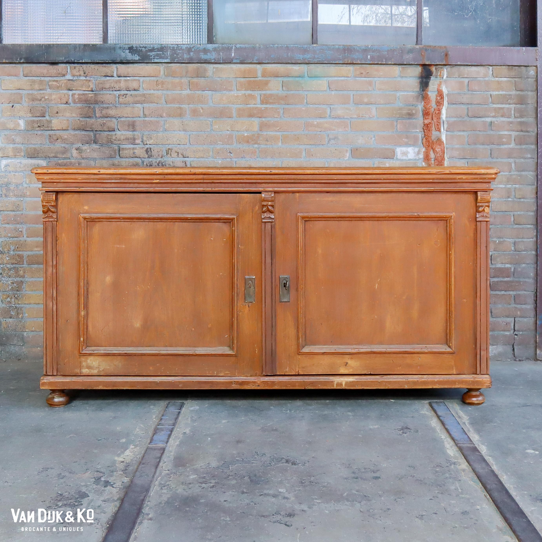Robuust houten dressoir
