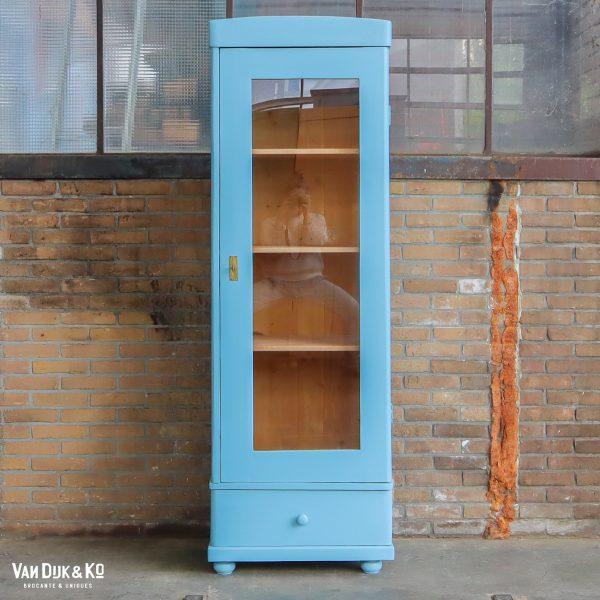 Blauwe eendeurs kast