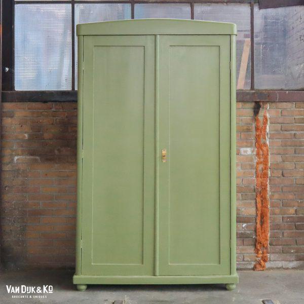 Groene kledingkast