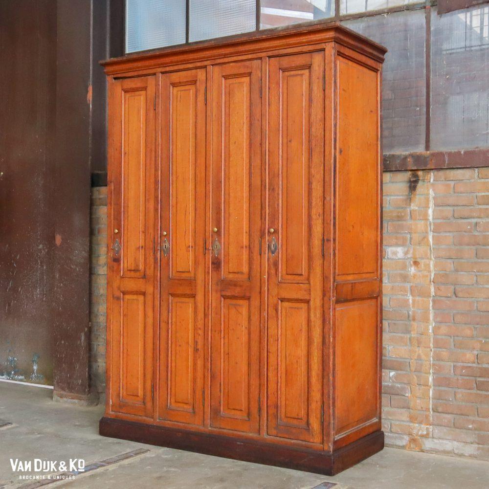 Antiek houten lockerkast