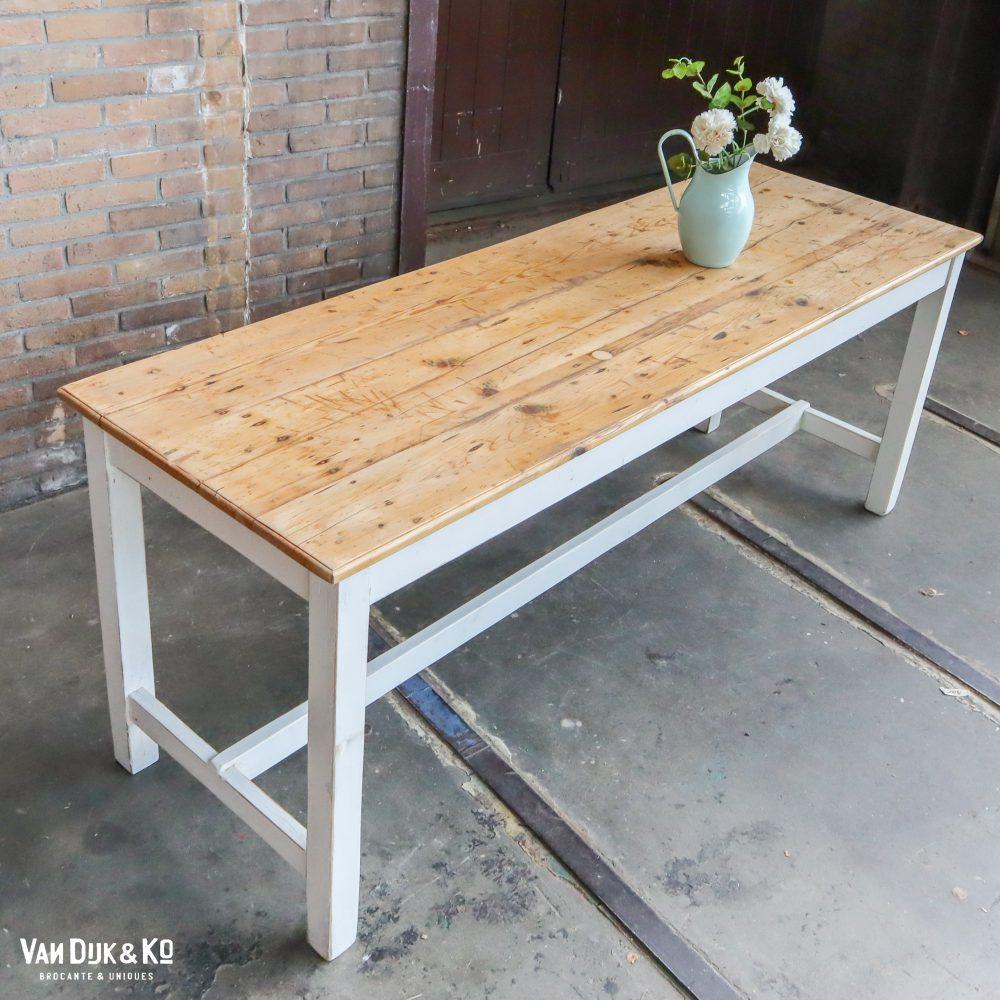 Landelijke houten tafel