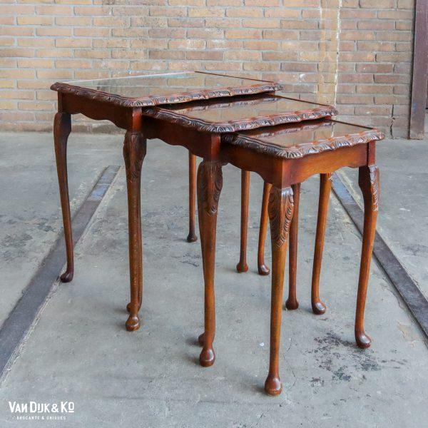 Vintage set van drie bijzettafeltjes