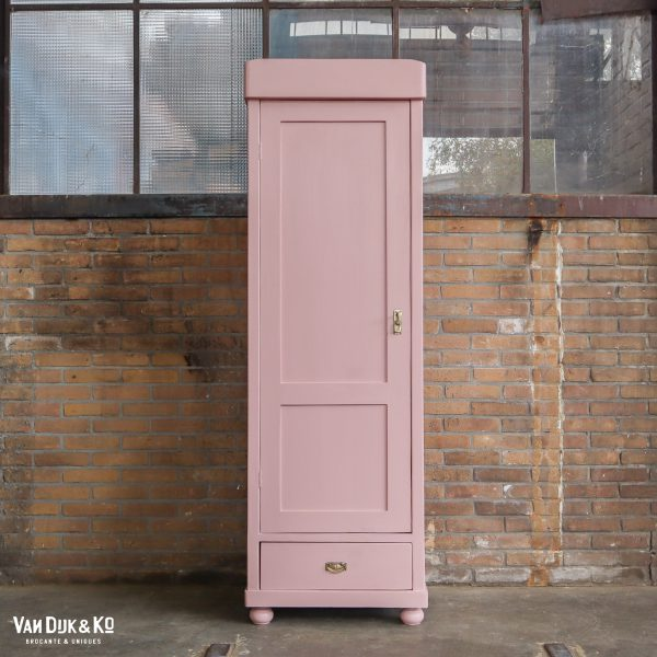 Roze eendeurs linnenkast