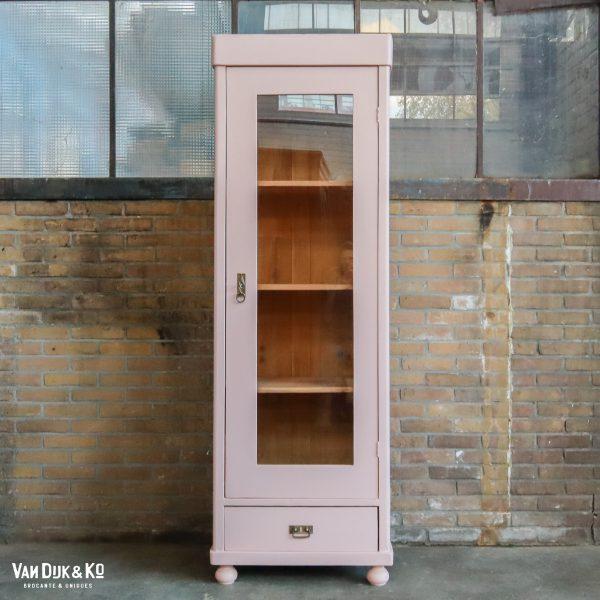 Roze eendeurs vitrinekast